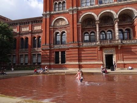 8. Victoria&Albert Museum.JPG