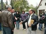 Eugenijus Malinauskas sveikina muziejaus šeimininką Klementą Sakalauską
