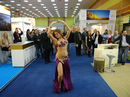 11. Dans din buric - Maroc.JPG