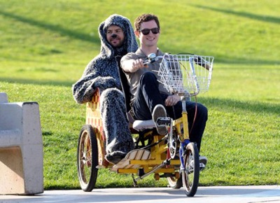 elijah-wood-dog-wilfred-set-03292011-13-430x312