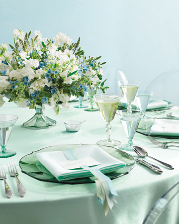 This place setting captures Martha Stewart's classic turquoise coloration in a fresh, emerald-laced setting. (http://www.marthastewartweddings.com/)