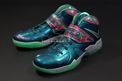 lebrons soldier7 power couple 37 web dark The Showcase: Nike Zoom Soldier VII Power Couple (GitD)
