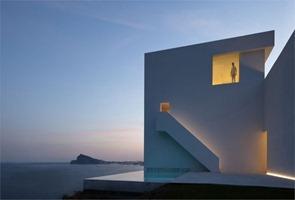 Arquitectura-minimalista-Casa-en-el-acantilado