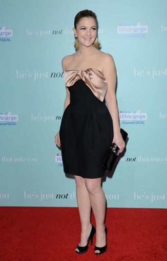 Drew-Barrymore-in-Black-Satin-Clutch