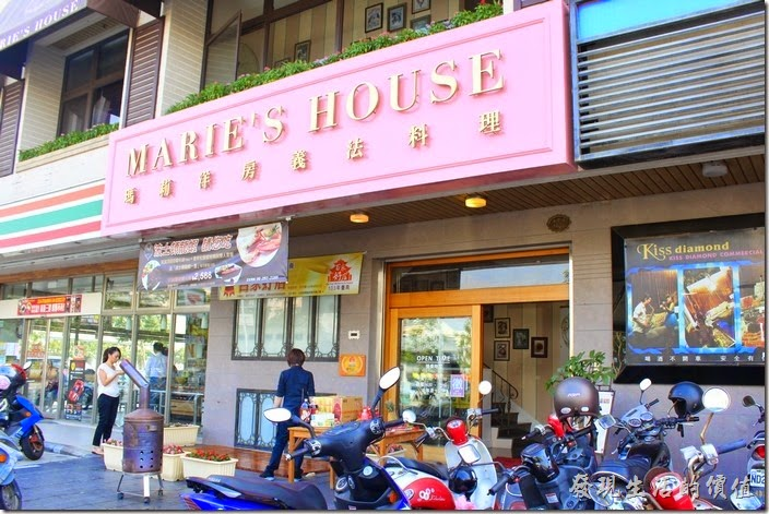 台南-瑪莉洋房(Marie's House)的外觀,其餐廳在二樓,有電梯及樓梯可以通往。