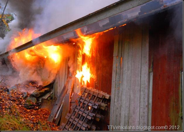 24H palomiehenä ulkorakennuksen polttaminen 037