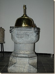 De classicistische Sint-Martinuskerk uit 1763-1766 met een arduinen doopvont uit 1571
