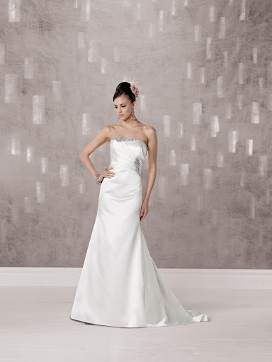 A simple, elegant Kathy Ireland strapless gown.