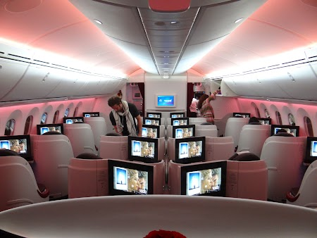 09. Qatar Airways Dreamliner.JPG