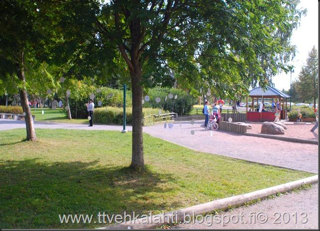 kirjurinluoto puisto potkupallo Marko ja heli maalareina 085