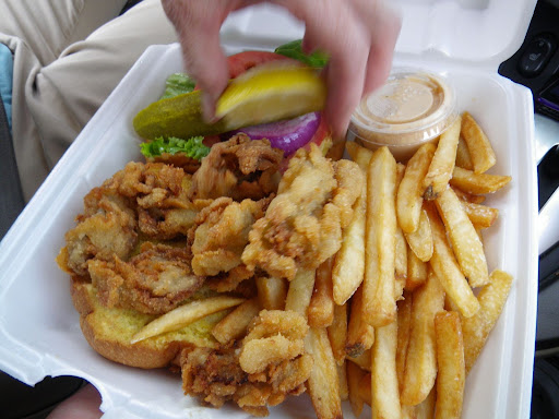 where I had a lobster roll that was pretty good - but next time, mmm, I think I will have to go for something fried - just look at this oyster sandwich!