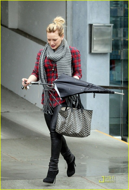 hilary-duff-rainy-day-03