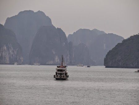 26. Vas in Halong Bay.JPG