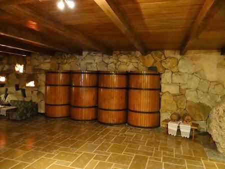 Drumul vinului Basarabia: Butoaie imense