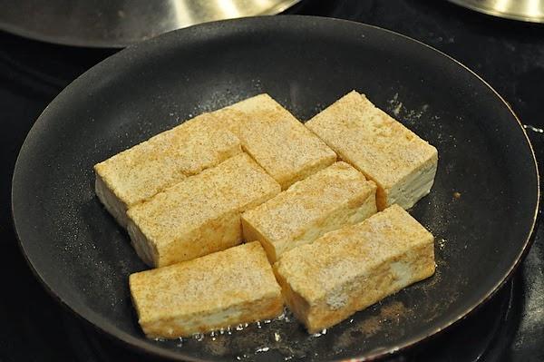 裹粉的豆腐不噴油