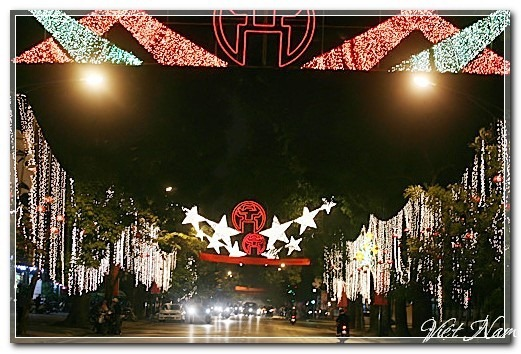 Hà Nội - Sài Gòn tất bật trước đêm giao thừa đón 2013