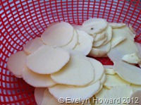 Arrowroot slices
