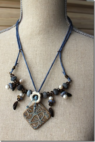 morris floral necklace