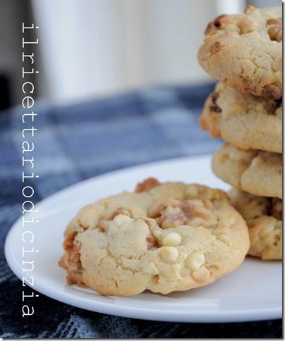 Cookies con goccie di cioccolato bianco e noci