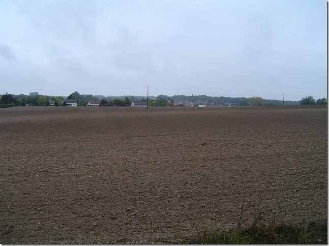 C'est ici que tombrent J-M. Niel et J. Bernard en dfendant le village de Fricourt que lon aperoit  larrire-plan