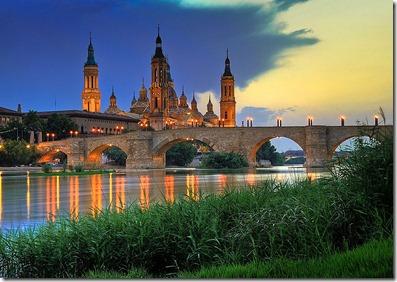 800px-Basilica_del_Pilar-sunset