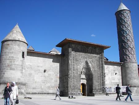 Imagini Anatolia: medersa Yakutiye Erzurum