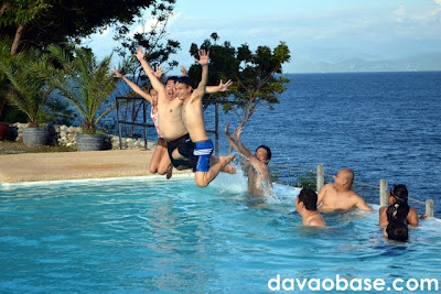 Jump shot... in a pool? Bloggers enjoy the Infinity Pool at Lemlunay Resort in Sarangani