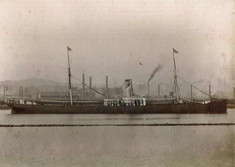 Vapor HORACIO, con la contraseña de Echevarrieta y Larrinaga, en la ria de Bilbao. Ca. decada 1910. Foto Jaume Cifre Sanchez. Nuestro agradecimiento.jpg