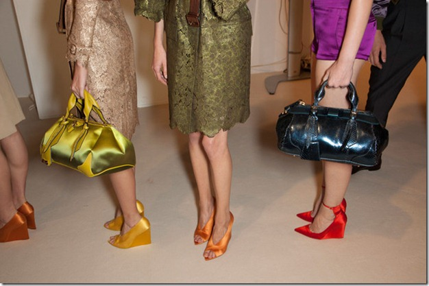 Burberry Prorsum Spring 2013 Backstage 6OULGPVP3ykl