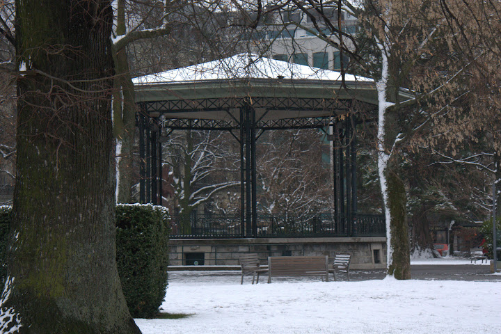 A bandstand in the middle of Geneva