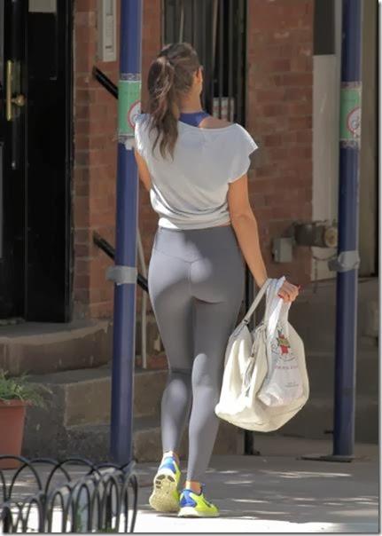yoga-pants-please-045