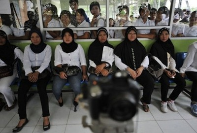 would-be-indonesian-maids-waiting-to-be-photographed-for-id-cards