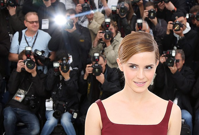 Emma-Watson-poses-during--001