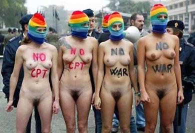 Nude per protesta politica (Gazzetta R.Emilia 2005)