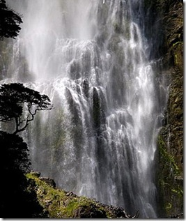 201206-w-reader-waterfalls-devils-punchbowl-falls