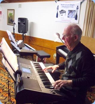 Peter Jackson playing his new Yamaha PSR-S950