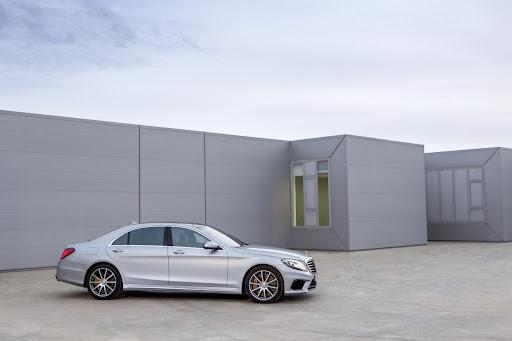 2014-Mercedes-Benz-S63-AMG-03.jpg