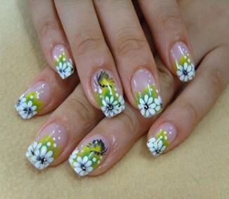 Imagem-de-unha-com-flor-branca-e-verde
