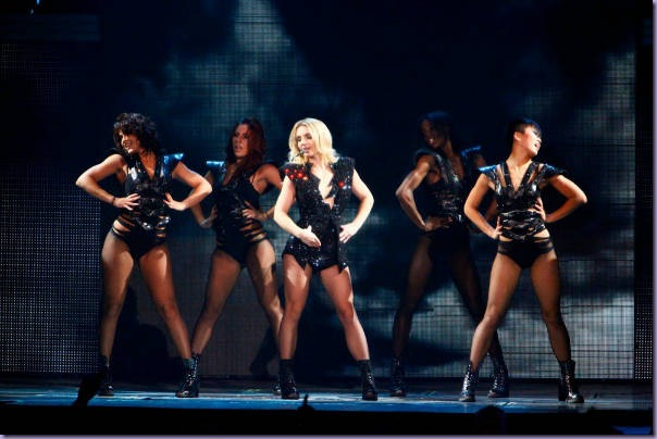 Femme-Fatale-Tour-Till-The-World-Ends-Britney-Spears-Dançarinas
