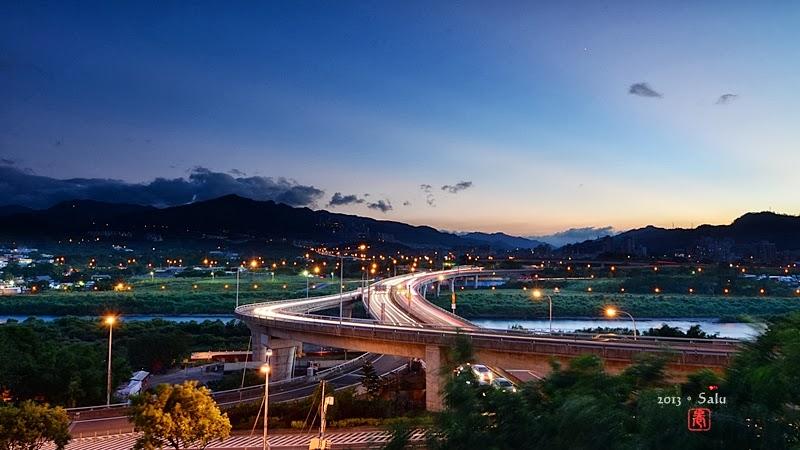 新北市 小碧潭捷運站 車軌 北二高 安坑交流道 夜景