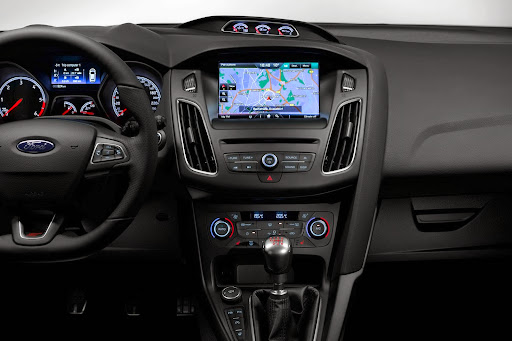 Ford-Focus-ST-05.jpg