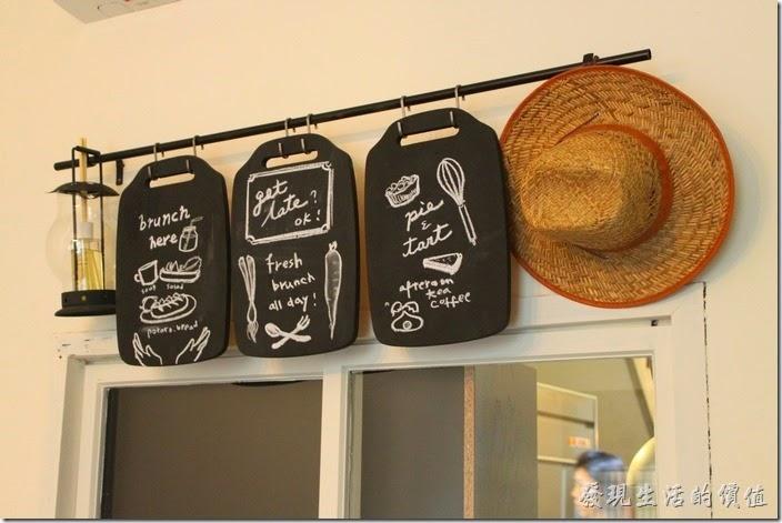 台南-晚起餐館(get late)。牆壁上的覘板也可以拿來當作告示牌。