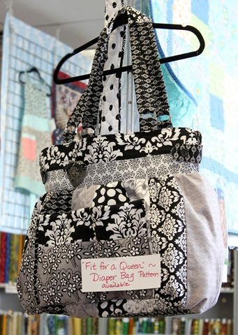Cute diaper bag pattern: Fit for a Queen