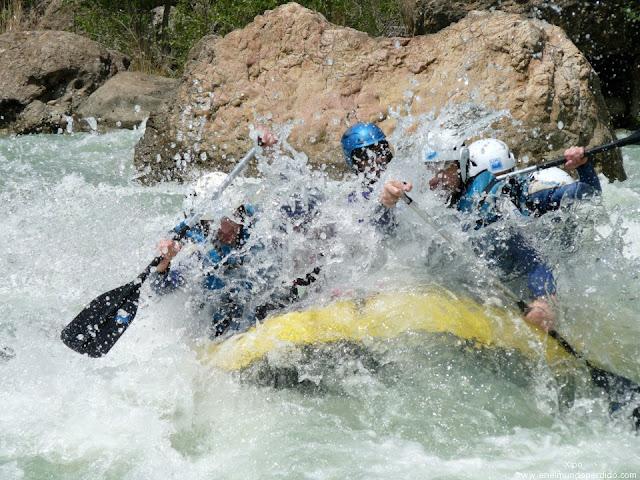 descenso-por-el-rio-gallego-barcaza.jpg