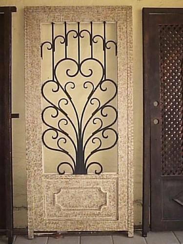 Puerta de herreria artistica solo llamenos y le hacemos un for Puerta de herreria
