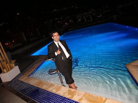 40. In costum in piscina.JPG