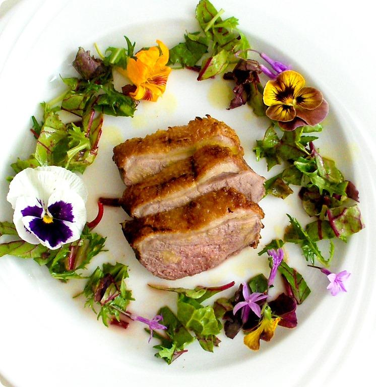 Duck with Orange Dressing and flower salad (1 von 1)