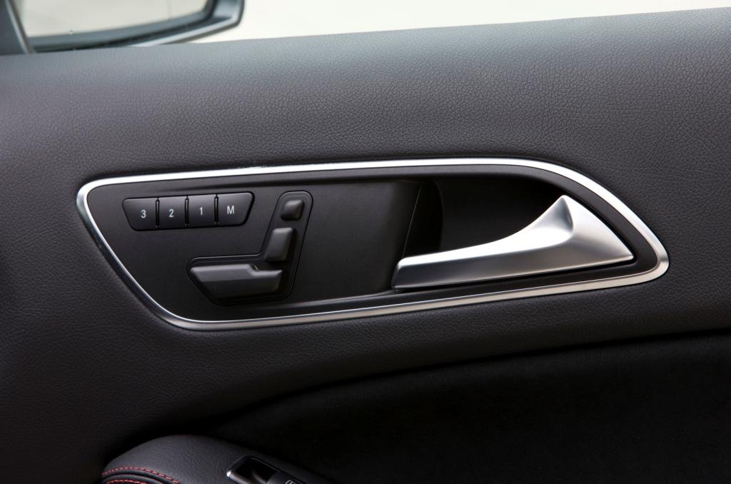 2013-Mercedes-A-Class-Interior-6.jpg?imgmax=1800