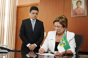 Governadora assina termo de posse de Anselmo Carvalho - Elisa Elsie (1)