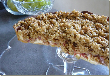 rhubarb crumble cake